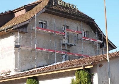 Montage des échafaudages Hôtel de la Gare à Moudon