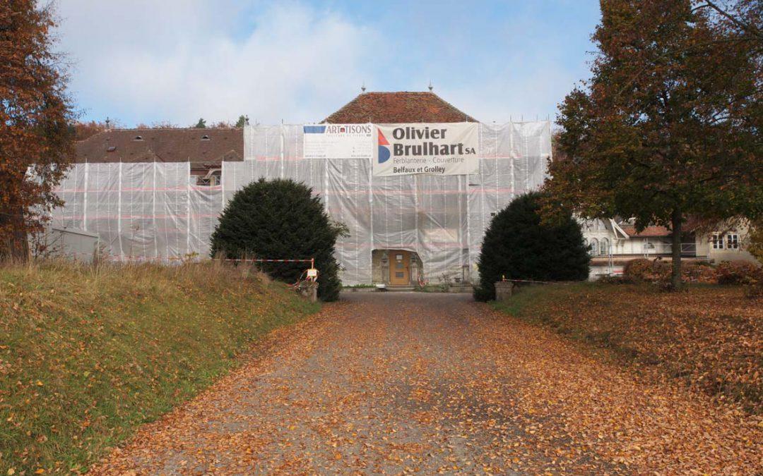 Montage d'échafaudages au le château du Bois de Belfaux